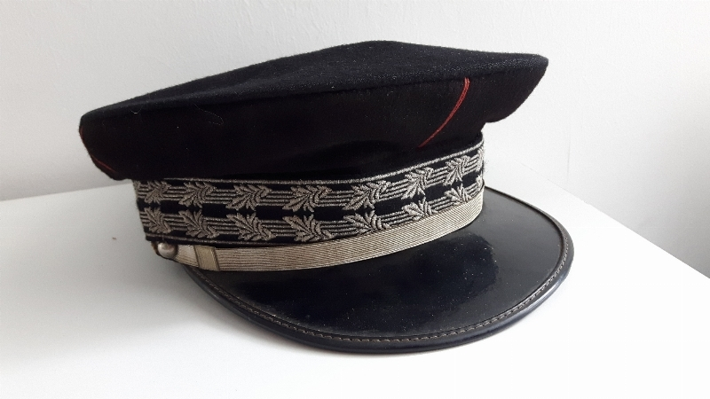 Casquette armee administration ?  1523363658492810881